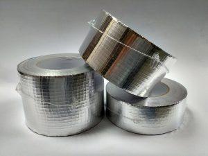 клейкая алюминиевая армированная лента в рулонах
